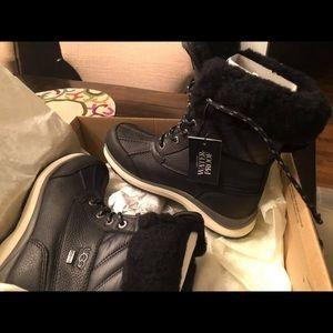 Ugg Adirondack III Boot size 6 women's NIB